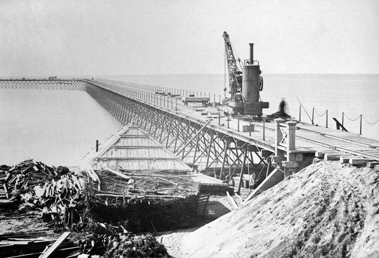 Construction of the port, circa 1900